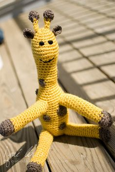 crocheted giraffe~ I want to know how to crochet. . . i have tried before, I failed miserably