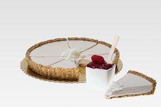 Je tu jar! Dnes nás čaká pekný slnečný deň a v Bratislave 16 stupňov. My sa určite pôjdeme prejsť do Rusovského parku a dáme si nejakú sladkú dobrotu. Ak si chcete pripraviť nejaký fajný koláčik, tak tu je recept na kokosovú tortu s malinovým džemom.  #rawcake #cake #coconut #raspberries #nonutcake #rawkolac