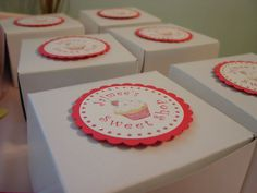 custom bakery boxes with tags