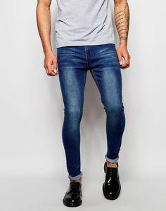 """Jeans von Liquor N Poker superelastischer Jeansstoff Reißverschluss supereng - nah am Körper geschnitten Maschinenwäsche 70% Baumwolle, 26% Polyester, 4% Elastan Unser Model trägt Größe 81 cm/32"""" und ist 188 cm/6 Fuß 2 Zoll groß"""