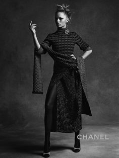 Chanel Fall/Winter campaign featuring Lindsey Wixson and Anna Ewers. Photographed by Karl Lagerfeld. Styled by Carine Roitfeld. Fashion Tv, Fashion Weeks, Image Fashion, Fashion 2020, High Fashion, Chanel Fashion, Grey Fashion, Urban Fashion, Fall Fashion