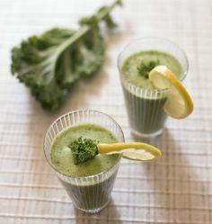 Pour faire le plein de vitamines, voici une recette minceur et détox de smoothie vert banane chou kale (ou épinard /mache), idéale pour le petit déjeuner.