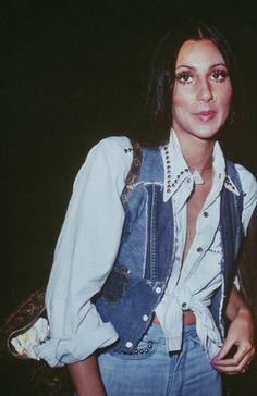 THE Peace and love - - cher - Halloween 70s Inspired Fashion, 60s And 70s Fashion, Retro Fashion, Vintage Fashion, Seventies Fashion, 70s Outfits, Vintage Outfits, Rock Outfits, Cher Photos