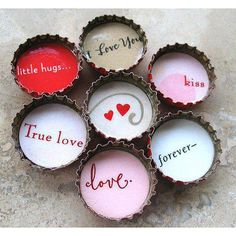 Bottle cap love notes ❤ love it for the modern poetic simplicity and because the two little hearts are at the center. Bottle Cap Magnets, Bottle Cap Art, Bottle Cap Crafts, Bottle Top, Valentine Day Crafts, Happy Valentines Day, Holiday Crafts, Valentine Ideas, Saint Valentine