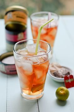 Iced Kalamansi Tea is an easy to make thirst quencher, excellent for hot summer days Easy Drink Recipes, Tea Recipes, Healthy Recipes, Citrus Recipes, Summer Recipes, Refreshing Drinks, Yummy Drinks, Smoothie Drinks, Drink