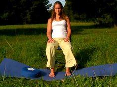 Autogenes Training auf dem Stuhl - zum Mitmachen - YouTube Yoga Vidya, Ayurveda, Meditation, Khaki Pants, Mindfulness, Yoga Forum, Fitness, Youtube, Health