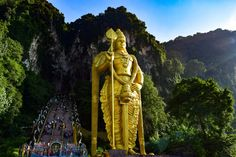 TMC Best-of Kuala Lumpur Malaysia- Batu Caves:  Best things to do, places to eat and drink, best place to stay and what do wear.  www.travelmechic.com Batu Caves, Kuala Lumpur, Places To Eat, Princess Zelda, Statue, Fictional Characters, Sculpture, Sculptures