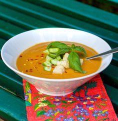 Gazpacho med zucchini Gazpacho, Thai Red Curry, Zucchini, Salsa, Mexican, Ethnic Recipes, Kitchen, Food, Spain