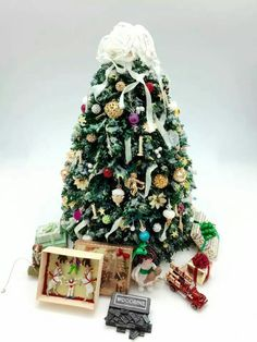 Larrianne's Small Wonders Z Christmas Room, Christmas Themes, Christmas Holidays, Christmas Crafts, Christmas Decorations, Christmas Ornaments, Holiday Decor, Miniature Christmas Trees, Mini Christmas Tree