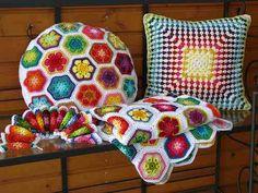 redondas y de malla cuadrada-crochet-trabajo-almohadas