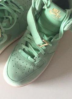 Kaufe meinen Artikel bei #Kleiderkreisel http://www.kleiderkreisel.de/damenschuhe/turnschuhe/159479907-nike-air-force-1-07-mid-se-damen-sneaker-ausverkauft