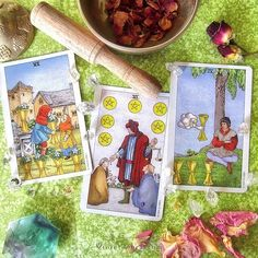 Cards in theme of Offering/Sharing from the Universal Pocket Waite / Photo © www.VioletAura.com
