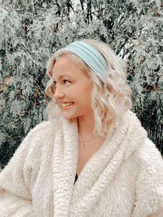 High School Outfits, Betty Cooper, Loose Hairstyles, Aesthetic Pictures, Medium Hair Styles, Your Style, Winter Hats, Fashion Outfits, Pretty