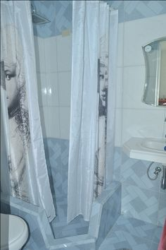 Detalle baño de la primera habitación Vinales, Curtains, Home Decor, Rocking Chair, House Decorations, Home, Blinds, Decoration Home, Room Decor