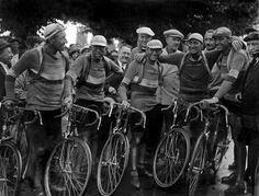 Tour De France - André Leducq (2nd left), Charles Pélissier (Left), d'Antonin Magne (Centre). 1930.
