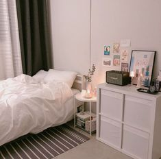 With the touch of a top interior developer Setting up and decoration a small bedroom can be carried out in mins, as an examples ideas with Storage, Layout, For Women or Child. Small Room Bedroom, Home Bedroom, Bedroom Decor, Decor Room, Bedrooms, Bedroom Ideas, Bedroom Simple, Trendy Bedroom, Bedroom Inspo
