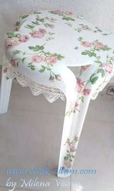 Best 12 Decoupage on plastic chair Diy Arts And Crafts, Home Crafts, Diy Crafts, Painted Furniture, Diy Furniture, Painted Stools, Decoupage Vintage, Decoupage Chair, Painting Plastic