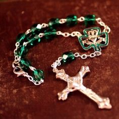 The Irish car rosary with it's lucky shamrock center will hopefully remind you not to drive faster then your guardian angle can fly. This Irish car rosary is the perfect gift for someone you love to show them you care while they are on the road. Irish Ca St Brigid, Irish Christmas, Irish Catholic, Irish Eyes Are Smiling, Irish Pride, Irish Jewelry, Irish Girls, Irish Blessing, Irish Celtic