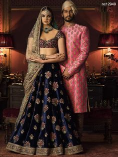 All Indian Bride used to very excited about there wedding shopping. When its come to Bridal lehenga bride used to visit the market, brand and online to Designer Bridal Lehenga, Indian Bridal Lehenga, Indian Bridal Wear, Indian Wedding Outfits, Bridal Outfits, Indian Outfits, Bridal Dresses, Sari, Look Short
