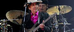 """Sulla scia del lavoro di reinterpretazione iniziato con """"Shadows In The Night"""" del 2015 e """"Fallen Angels"""" dell'anno scorso, Bob Dylan torna con il primo album triplo della sua vita: """"Triplicate"""", in uscita il 31 marzo per Columbia, 30 versioni di classici della canzone americana divise per tema. Ogni album ne conterrà 10, questi i …"""