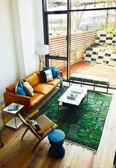 mid century modern living room, Scandinavian rug, vintage rug, home decor, decor tricks, home decorating,home decor tricks, greenery decorating