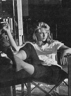Brigitte Bardot on the set of Et Dieu créa la femme (And God Created Woman). - Brigitte Bardot on the set of Et Dieu créa la femme (And God Created Woman). Bridgitte Bardot, Classic Hollywood, Old Hollywood, And God Created Woman, Actrices Hollywood, French Actress, Women Smoking, Jane Birkin, Vintage Beauty