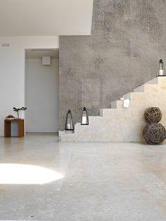 Papier peint aspect pierre panoramique TORINO 06 PIZZO by Inkiostro Bianco Papier Paint, Diy Papier, Concrete Projects, Concrete Wall, Modern Wallpaper, Home Wallpaper, Exterior Design, Interior And Exterior, Interior Staircase