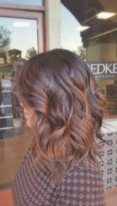 coole frisuren, mittellange, braune, lockige haare, moderne ... | Frauen Haare |