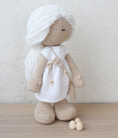 Daenerys Targaryen doll with 3 dragon eggs in the bag.  Chrochet doll for fans of the Game of Thrones. The doll is standing alone, can sit and turn his head. This item ready for shipping.