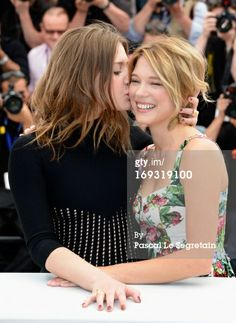 Adele Exarchopoulos and Lea Seydoux attend the Photocall for 'La Vie D'Adele' during The Annual Cannes Film Festival at the Palais des Festival on May 2013 in Cannes, France. Cute Lesbian Couples, Lesbian Love, Romantic Couples, Lea Seydoux Adele, Beautiful Person, Beautiful Women, Adele Pictures, Lgbt, Adele Exarchopoulos