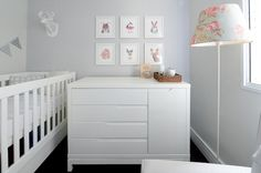 Quarte de bebê clean em tons de rosa, azul bebê e cinza. Foto: Rejane Wolff