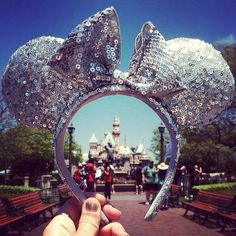 Must take a picture like this when I go to Disneyland!