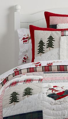 Looking for Christmas bedding? Find a curated selection of Christmas & holiday bedding for the babies, kids rooms and adult Christmas duvet covers & quilts. Christmas Decorations For The Home, Merry Christmas To All, Cozy Christmas, Country Christmas, Christmas Holidays, Christmas Trees, Christmas Mantles, Silver Christmas, Christmas Villages