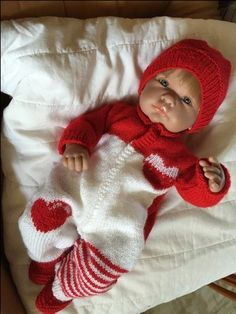 Crochet hats 778419116814122665 - X Plus Source by claudineherv Knitting Dolls Clothes, Crochet Doll Clothes, Knitted Dolls, Doll Clothes Patterns, Doll Patterns, Knitting Patterns, Reborn Dolls, Baby Dolls, Baby Born Kleidung