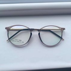 Glasses Frames Trendy, Cool Glasses, New Glasses, Glasses Trends, Fashion Eye Glasses, Stylish Jewelry, Specs Frames Women, Geek Chic, Shoes Outlet
