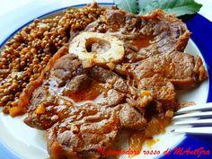 Il Pomodoro Rosso di MAntGra: Ossibuchi con le lenticchie   http://ilpomodororosso.blogspot.it/2014/12/ossibuchi-con-le-lenticchie.html