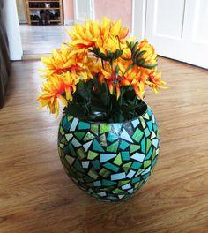 Schwarz  grüne Vase mit Mosaikmuster aus Altpapier von fantasmania
