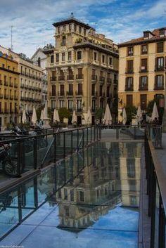 Plaza de Ramales, Reflejo de la Casa Palacio de Ricardo Angustias, construído entre 1920 y 1922