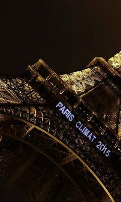 É um clique inevitável: qualquer turista que se preze em Paris faz fotos da Torre Eiffel