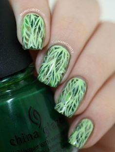 Manicurity.com | 50 Shades of Leafy Green Nails - freehand leaf outline nails over a plastic baggie watercolor marbled base