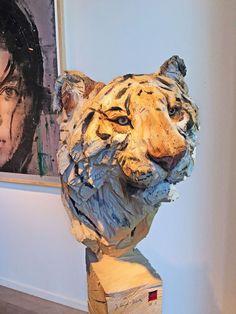 Tigar' wooden sculpture made by a chainsaw. Artist: Jürgen Lingl-Rebetez.