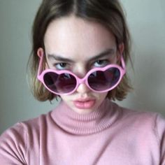 Pink Heart shaped sunglasses of Brigette Lundy-Paine on the Instagram account of on the Casey Atypical, Pretty People, Beautiful People, Brigette Lundy Paine, Heart Sunglasses, Attractive People, Lady And Gentlemen, Zendaya, Girl Crushes