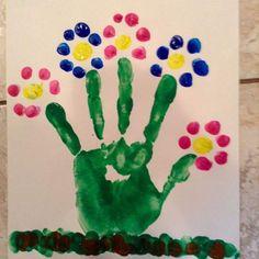 50 Spring Crafts for Kids / Preschoolers & Toddlers to make this season of new beginnings - Hike n Dip Kids Crafts, Baby Crafts, Preschool Crafts, Easter Crafts, Preschool Curriculum, Garden Crafts For Kids, Painting Crafts For Kids, Preschool Ideas, Easter Ideas