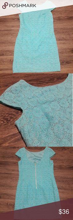Lilly Pulitzer blue floral dress 8 Great condition, blue floral dress by Lilly Pulitzer  size 8 Lilly Pulitzer Dresses
