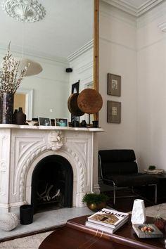 Home Interior Salas Defining Design: Eclectic Interiors Interior Ikea, Home Interior, Interior And Exterior, Nordic Interior, Studio Interior, Interior Livingroom, Decoration Inspiration, Interior Inspiration, Mirror Inspiration
