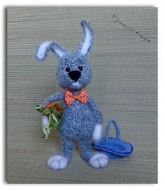 Rabbit and basket with carrot OOAK Crochet Handmade Toy door Tjan
