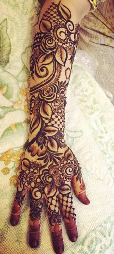 Love the boldness of this Wedding Henna Designs, Rose Mehndi Designs, Engagement Mehndi Designs, Latest Bridal Mehndi Designs, Henna Art Designs, Mehndi Designs For Beginners, Modern Mehndi Designs, Mehndi Designs For Girls, Dulhan Mehndi Designs