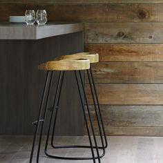 Atelier - Griffintown - Wood seat and metal counter stool
