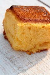 Gâteau surprenant au lait concentré sucré - les douceurs de la famille Praline Cake Au Lait, Condensed Milk Recipes, Desserts With Biscuits, Plain Cake, Thermomix Desserts, Cupcakes, Cornbread, Banana Bread, Brunch