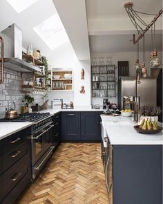 Best Modern Kitchen Lighting Ideas and Tips Open-plan kitchen extension with industrial touches. This has to be one of my favourite kitchens. Love the dark units and parquet flooring Living Room Kitchen, Home Decor Kitchen, Interior Design Kitchen, New Kitchen, Home Kitchens, Apartment Kitchen, Condo Kitchen, Kitchen Modern, Luxury Kitchens